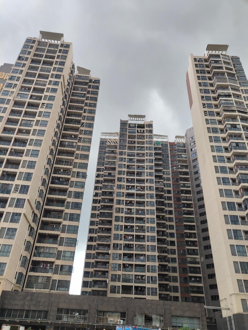 光明【御景新城】村委统建 5栋 二梯4户 地下停车场
